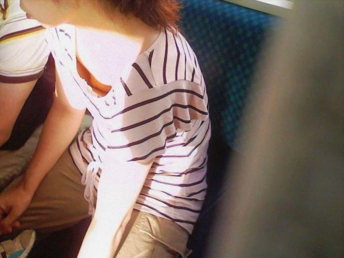 熟女 胸チラ 画像 52