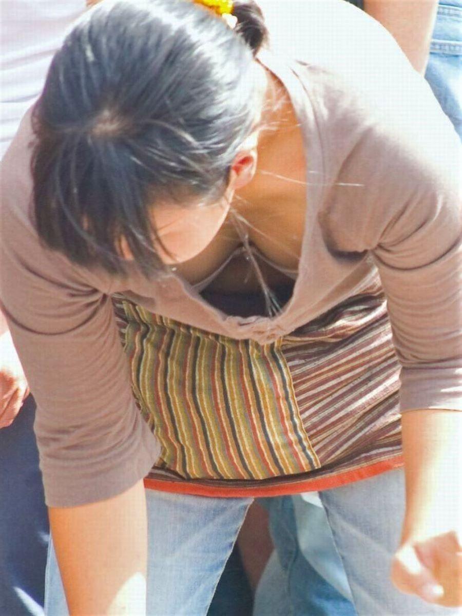 熟女 胸チラ 画像 55