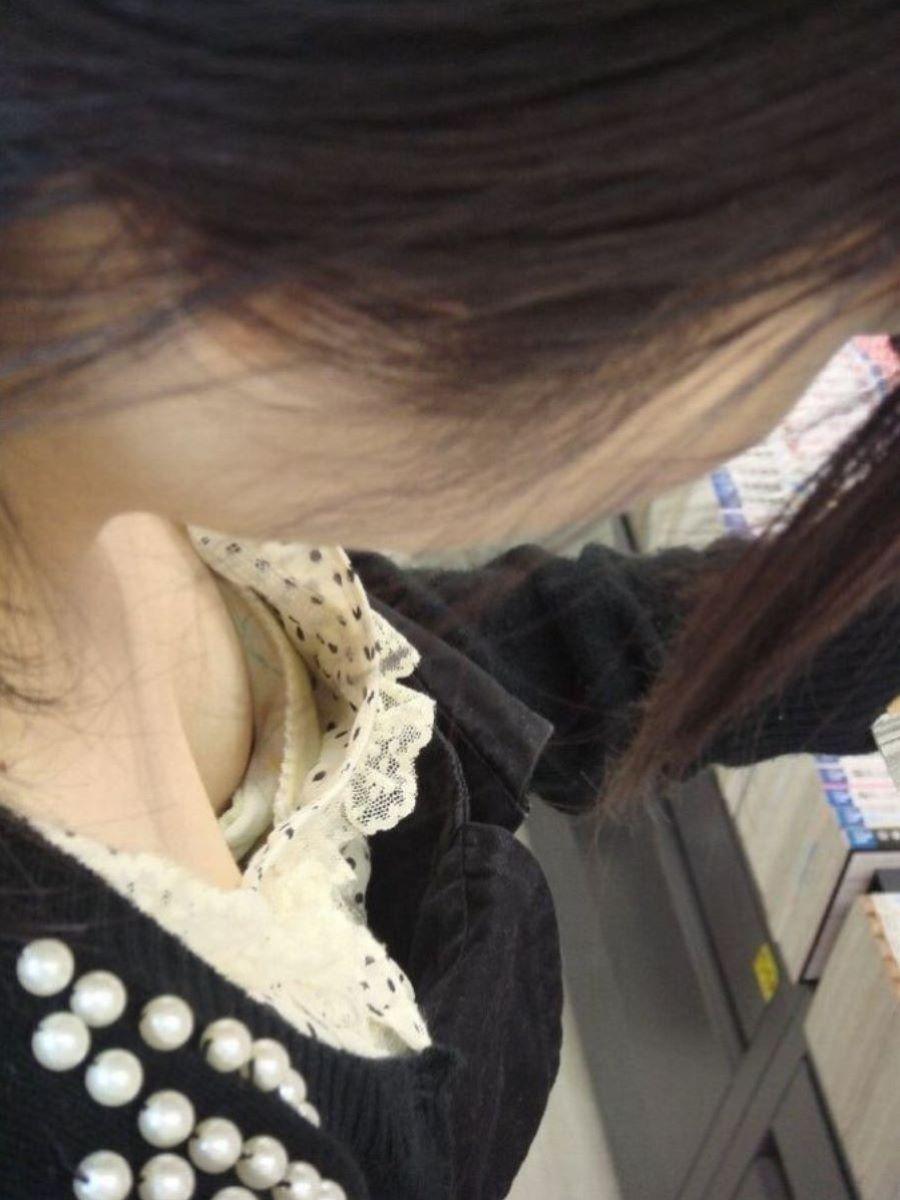 熟女 胸チラ 画像 93