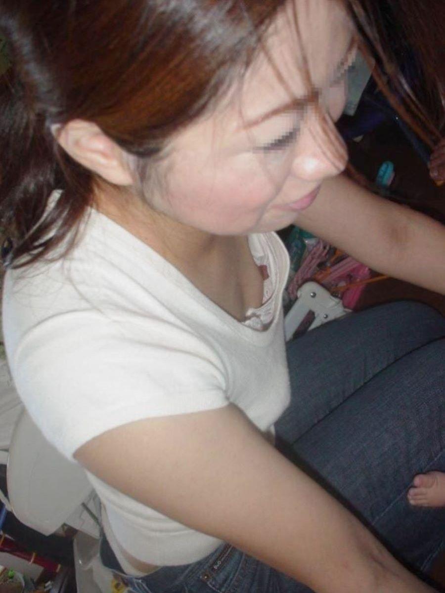 熟女 胸チラ 画像 98