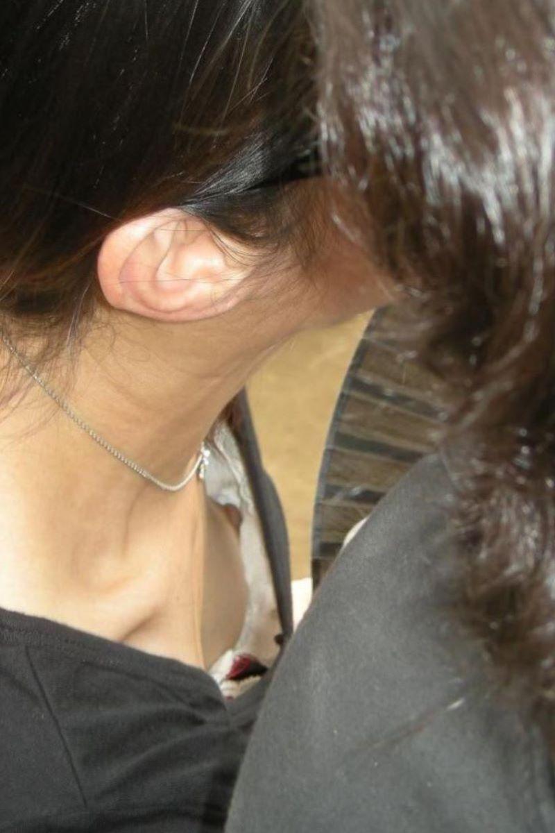 熟女 胸チラ 画像 101