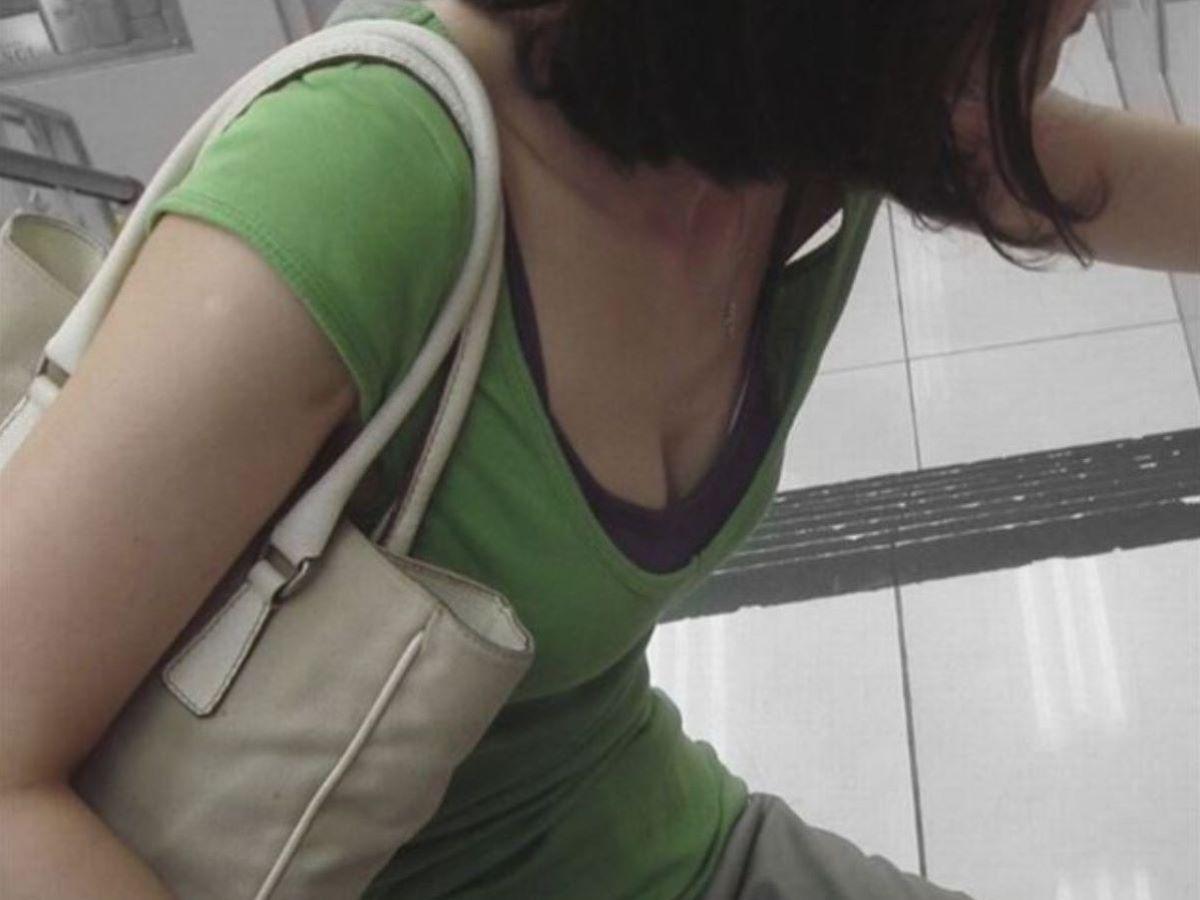 熟女 胸チラ 画像 113