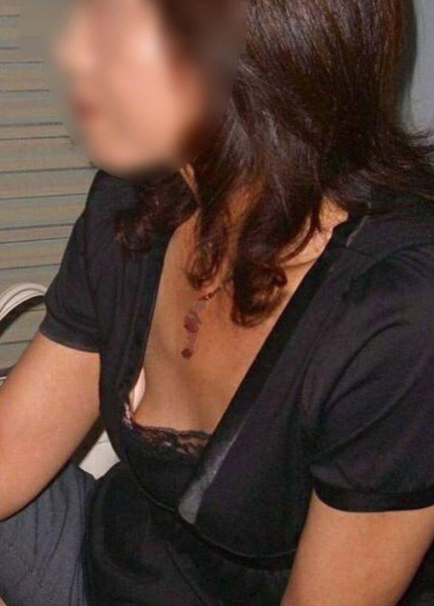 熟女 胸チラ 画像 117