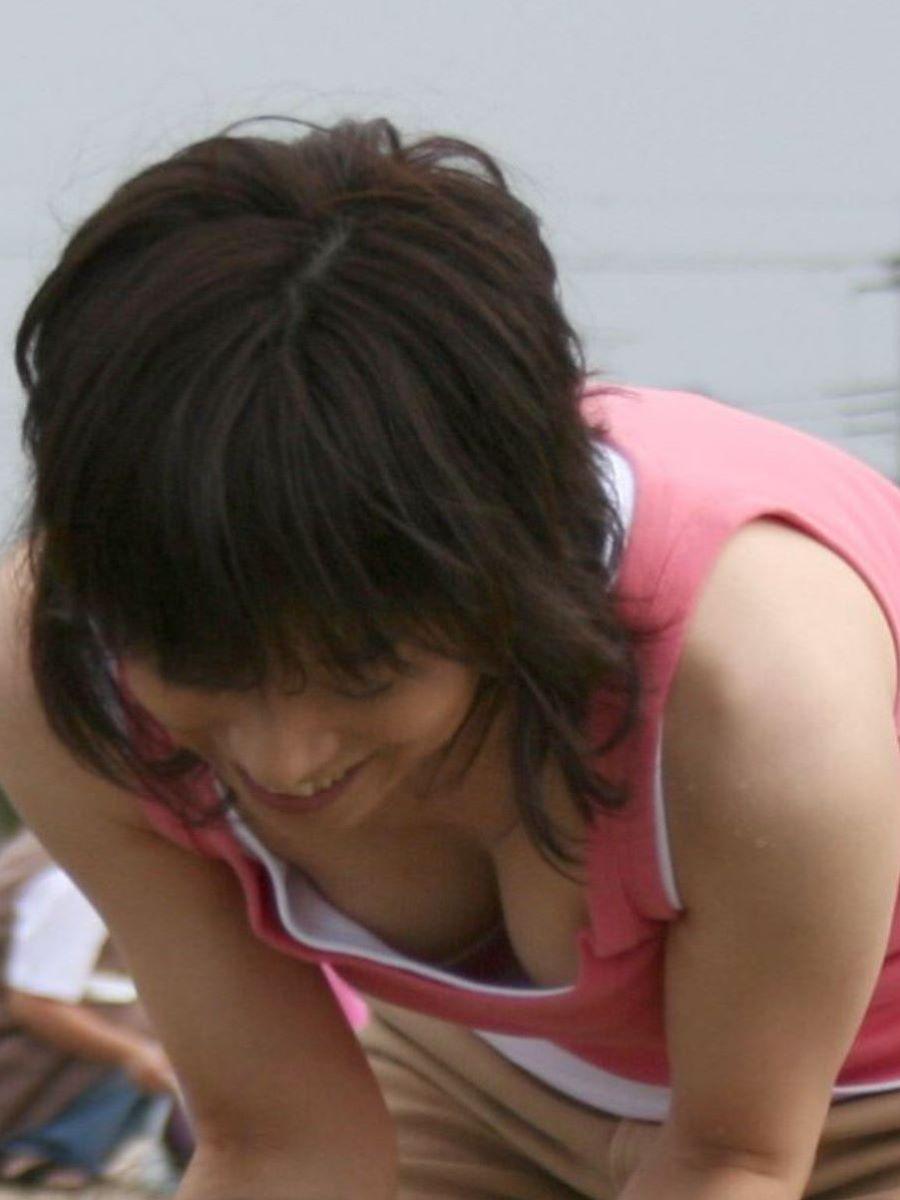 熟女 胸チラ 画像 131