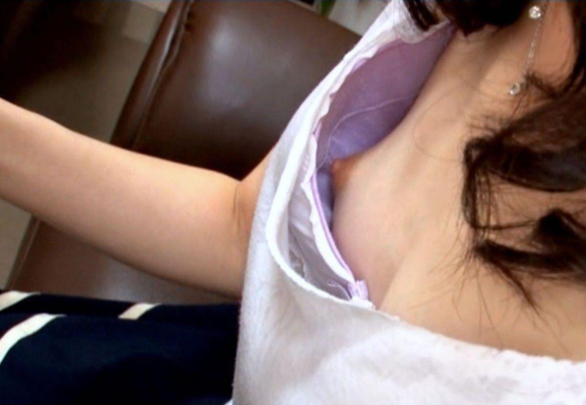 熟女 胸チラ 画像 136