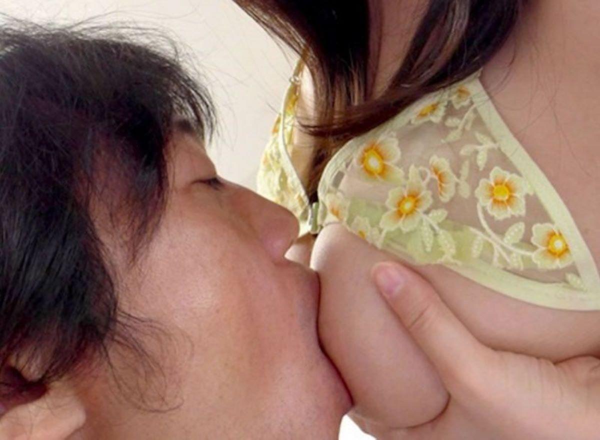 乳首 舐め 吸い 画像 101