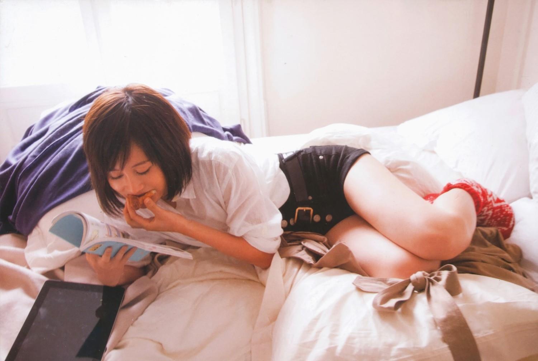 生足がセクシーな前田敦子の画像