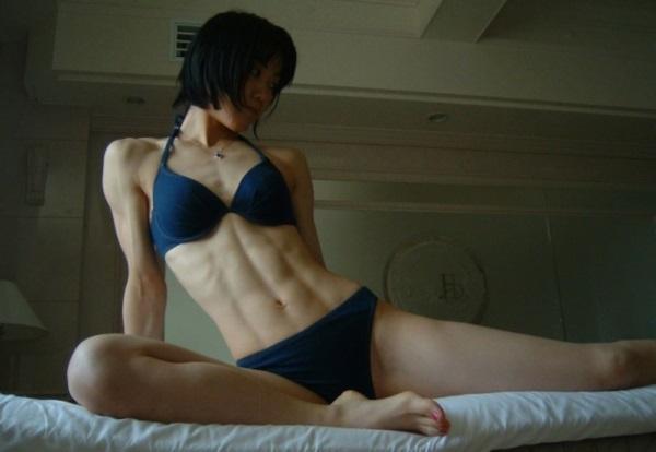 女性の腹筋エロ画像 2