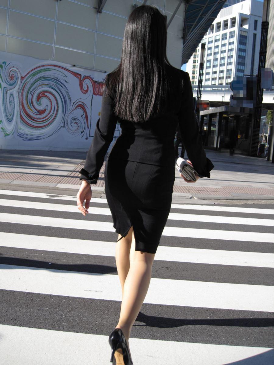 タイトスカートのOL街撮りエロ画像 40