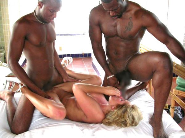 黒人男性と白人女性のセックス画像 36