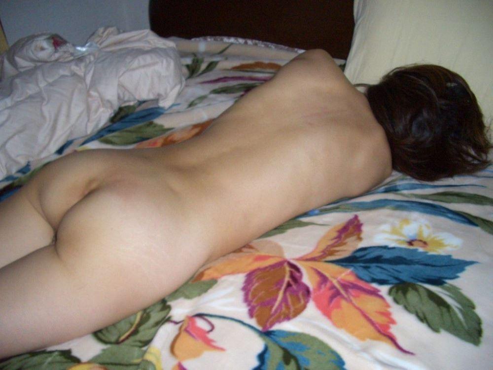おまんこ全開で熟睡する素人プライベート画像 6