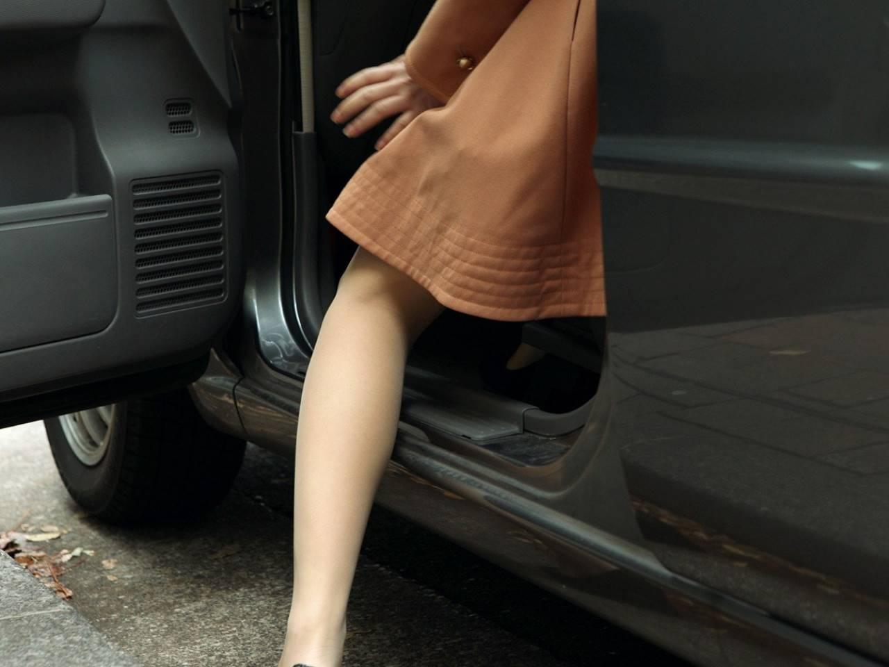 車内で誘惑してきた女子社員のハメ撮りエロ画像 6