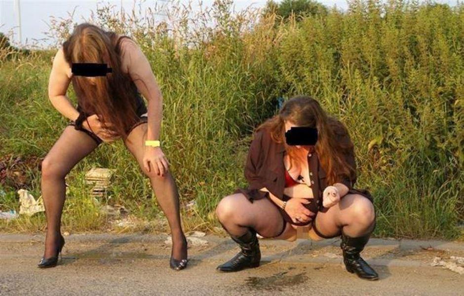 女性の野外おしっこ画像 25