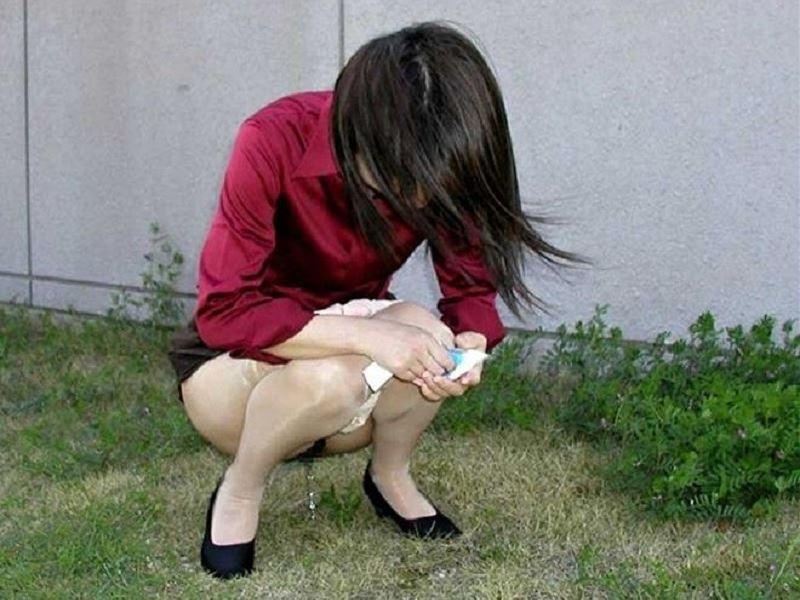 女性の野外おしっこ画像 29