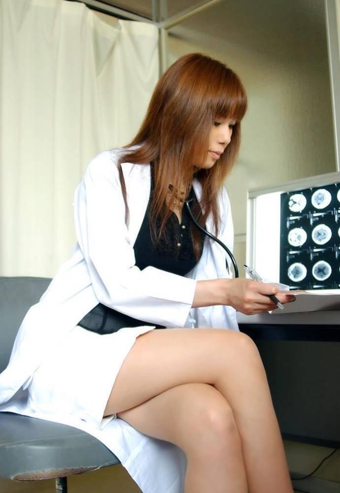 白衣がエッチな女医エロ画像 3