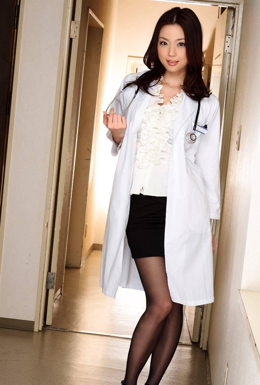白衣がエッチな女医エロ画像 9