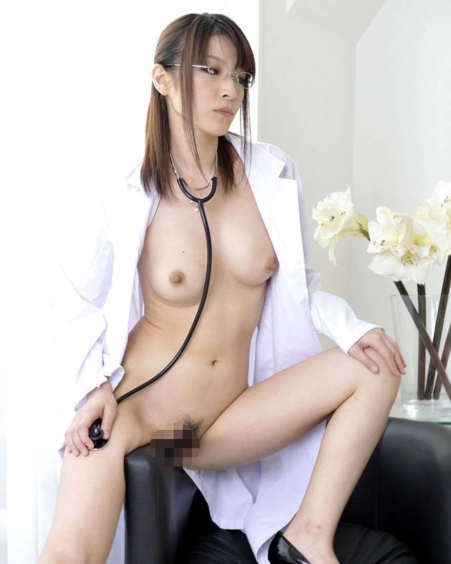 白衣がエッチな女医エロ画像 32