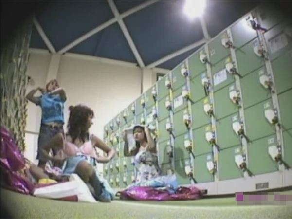レジャープールの更衣室と温泉施設の脱衣所を潜入撮り…(※動画あり) | エロ画像 PinkLine | raksel.ru