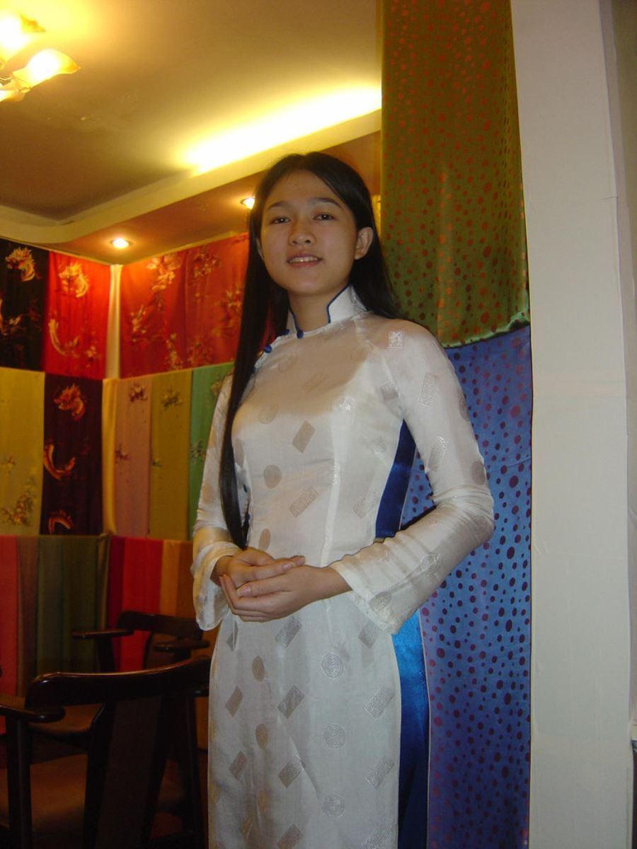 ベトナム民族衣装アオザイ画像 17