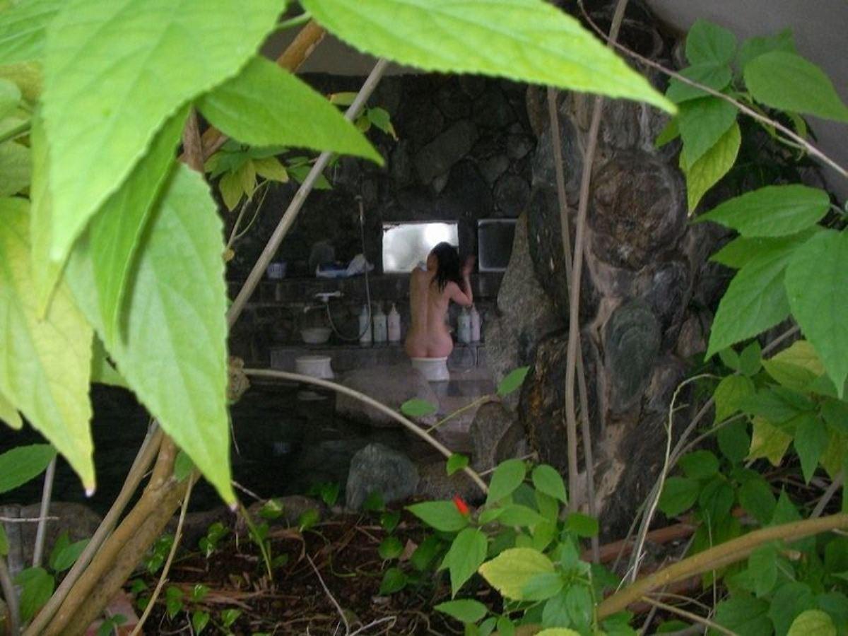 露天風呂で素人を隠し撮りした温泉盗撮画像 42
