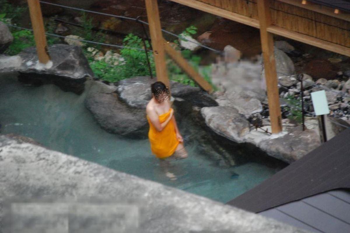 露天風呂で素人を隠し撮りした温泉盗撮画像 47