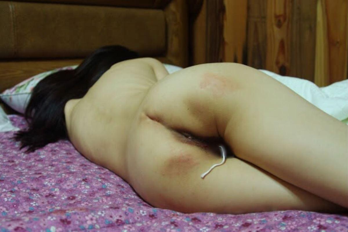 生理中のマンコからタンポンの紐が出てるエロ画像 45