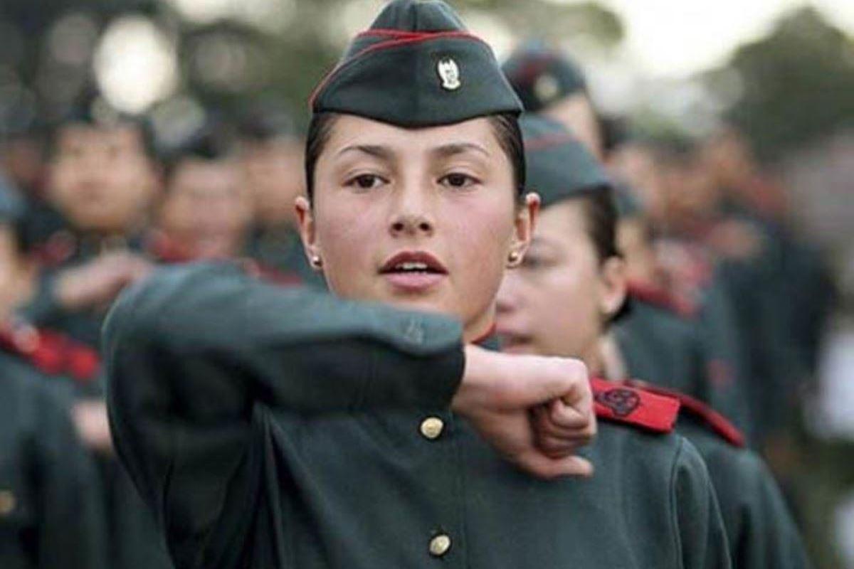 美しすぎる女性兵士画像 2