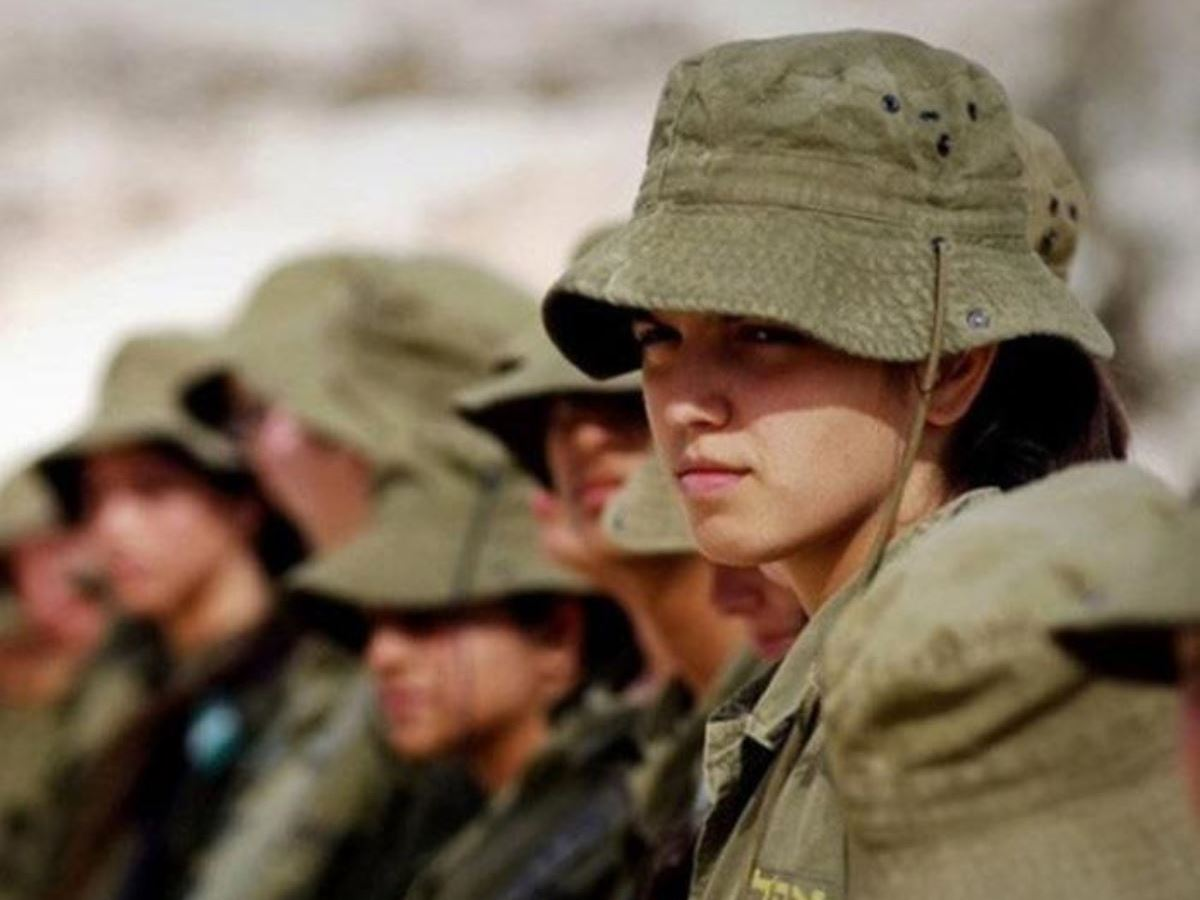 美しすぎる女性兵士画像 6