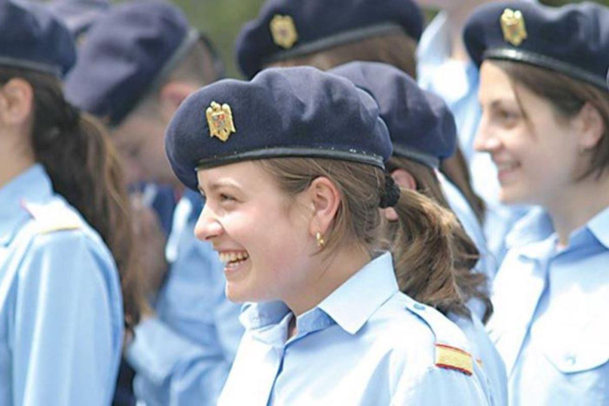 美しすぎる女性兵士画像 14