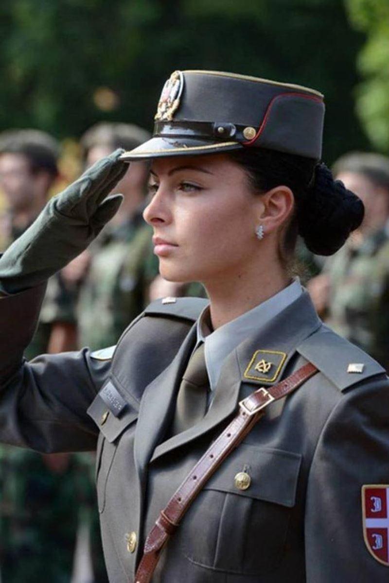 美しすぎる女性兵士画像 15