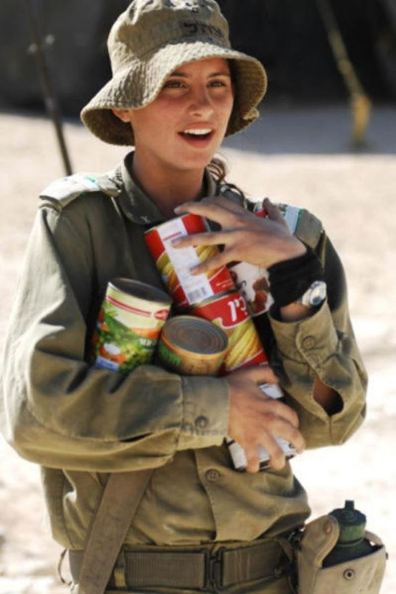 美しすぎる女性兵士画像 16