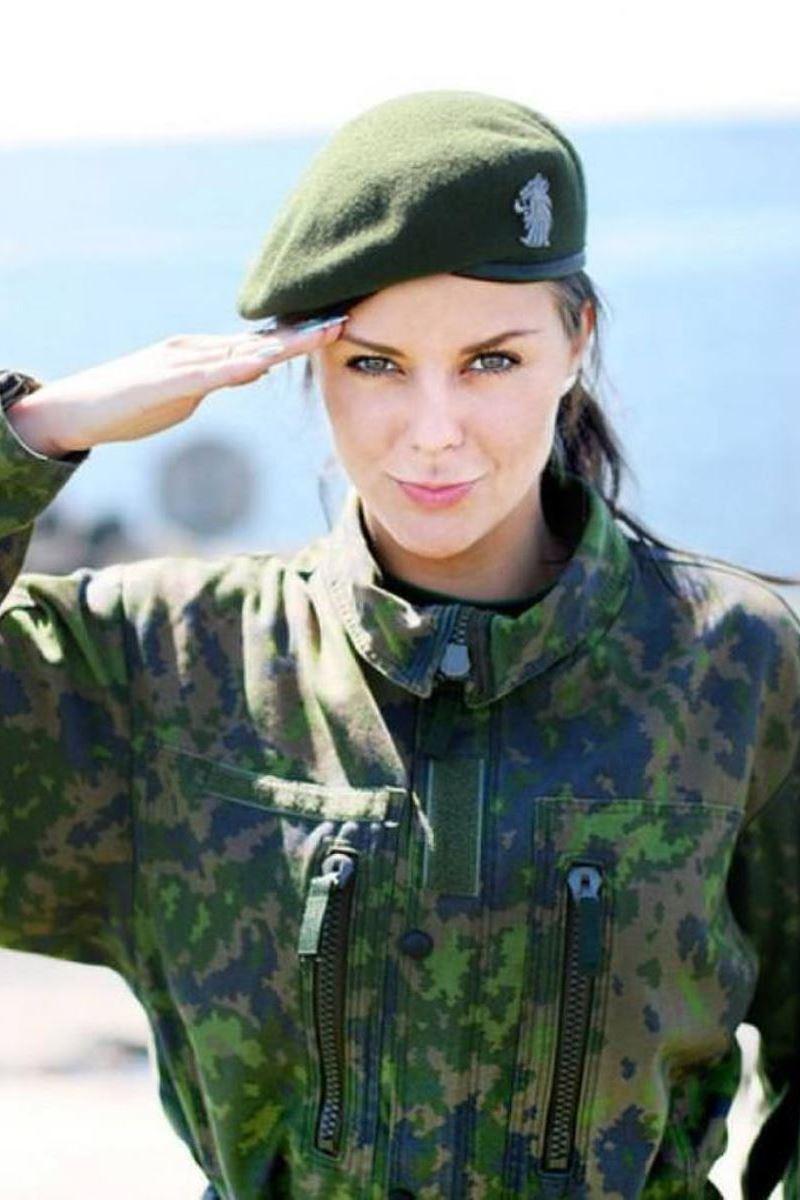 美しすぎる女性兵士画像 18
