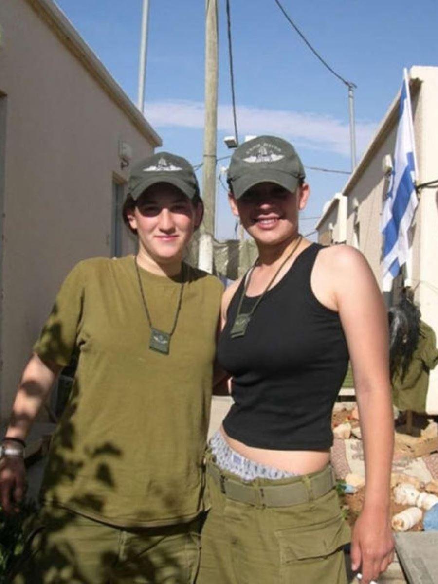 美しすぎる女性兵士画像 21