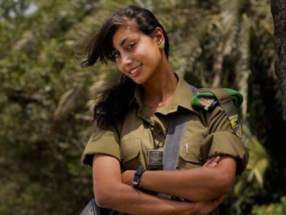 美しすぎる女性兵士画像 22