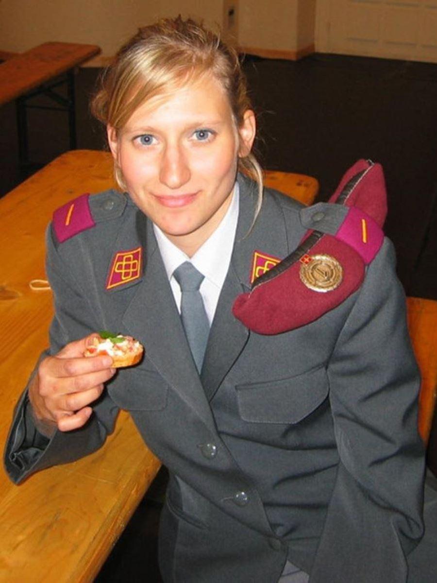 美しすぎる女性兵士画像 24
