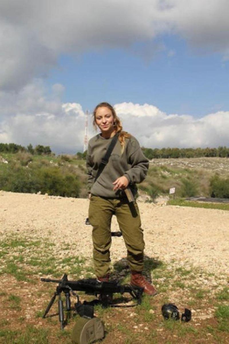 美しすぎる女性兵士画像 25