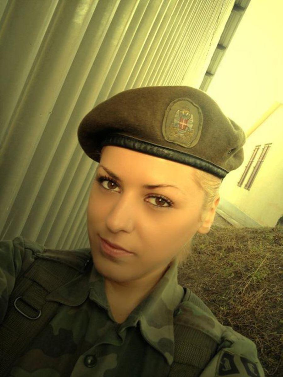 美しすぎる女性兵士画像 35