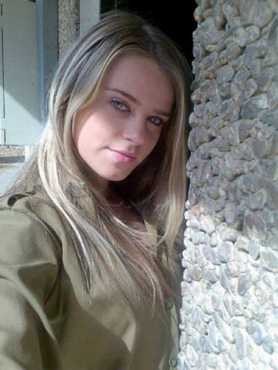 美しすぎる女性兵士画像 37