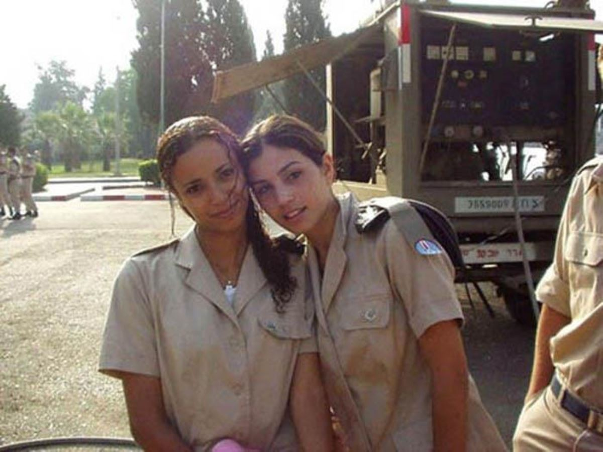 美しすぎる女性兵士画像 39