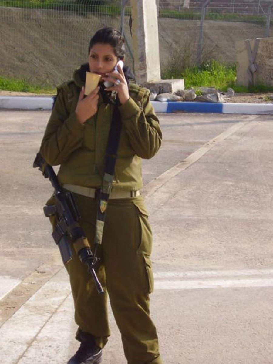 美しすぎる女性兵士画像 40