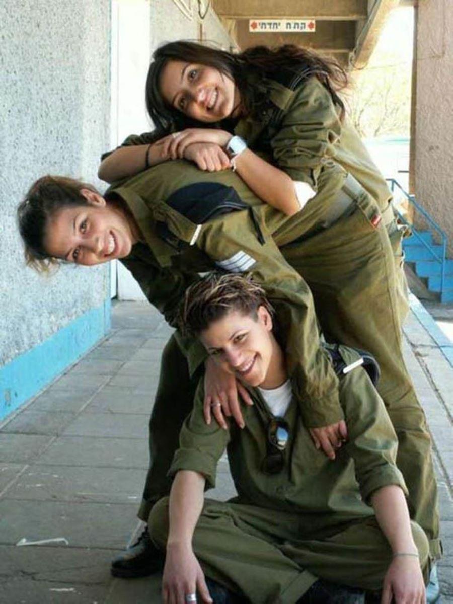 美しすぎる女性兵士画像 43