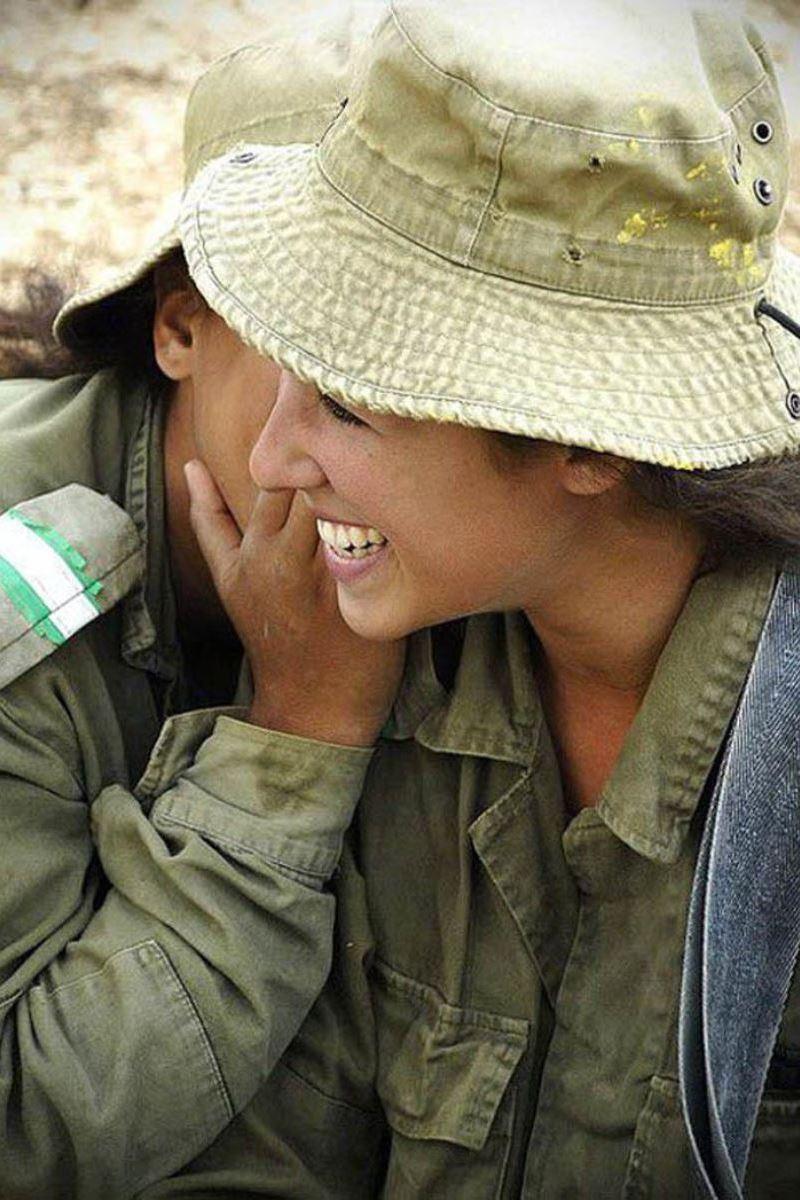 美しすぎる女性兵士画像 47