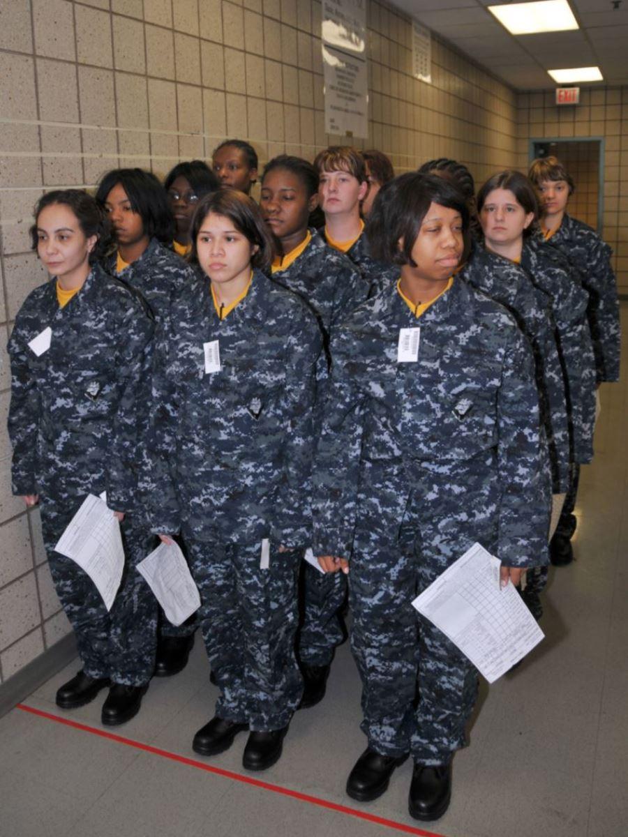 美しすぎる女性兵士画像 50