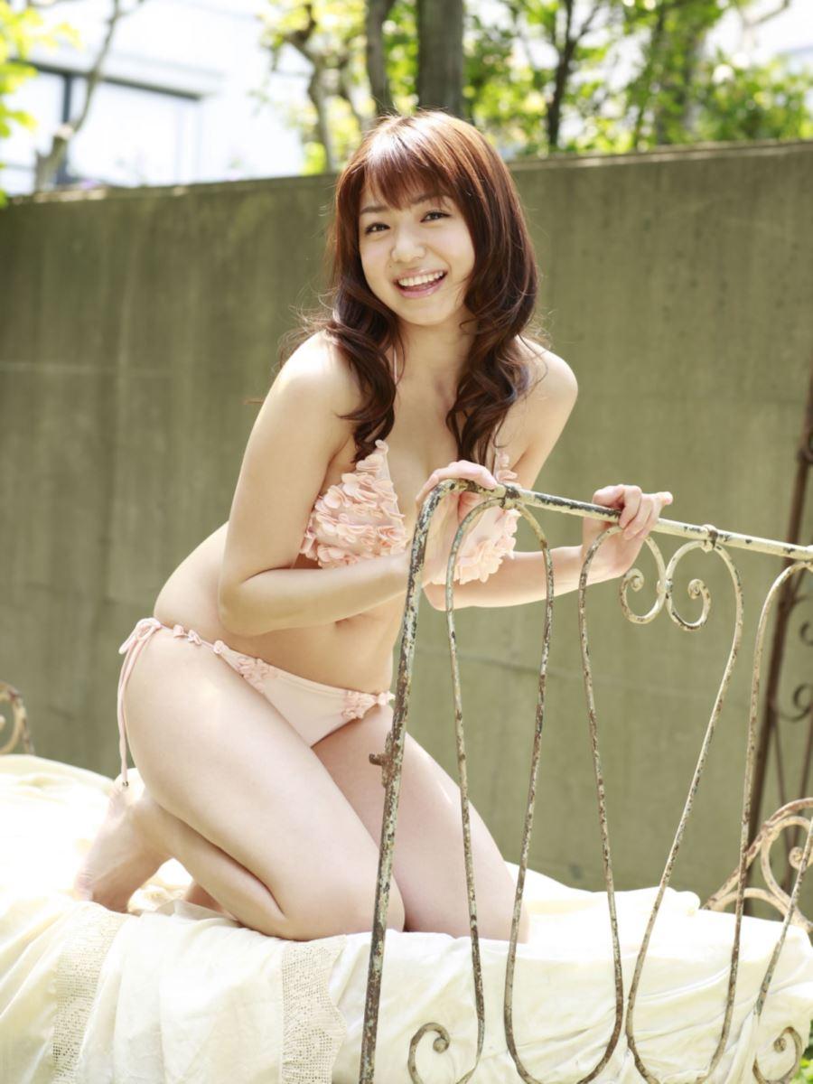 中村静香 過激で可愛い水着画像 39