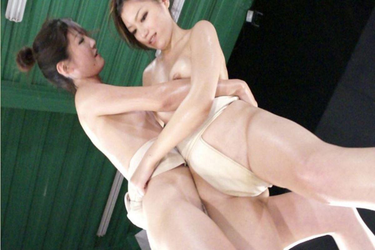 女相撲!!まわし一枚のオッパイ丸出し画像 30