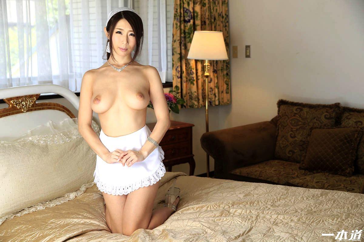 篠田あゆみ 下のお世話もする人妻メイドSEX画像