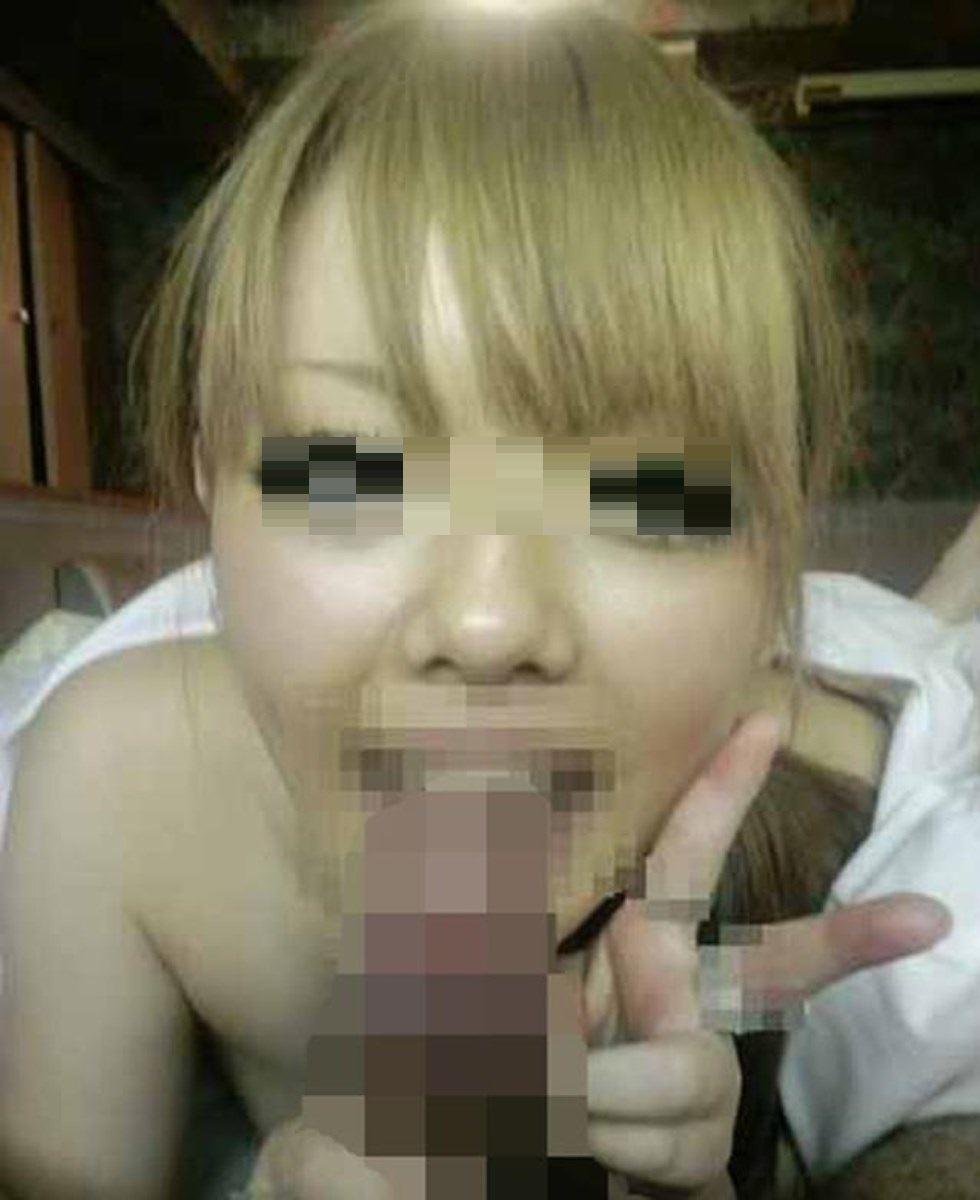 素人女のフェラチオVサイン画像 33