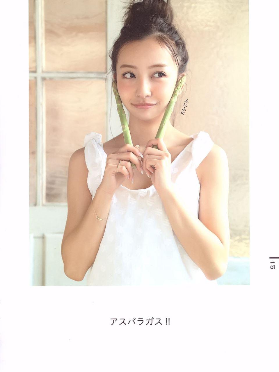 板野友美 すっぴん写真集「Luv U」画像 17