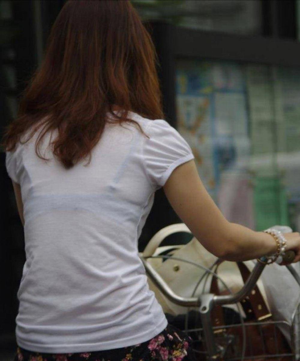 ハミブラ・透けブラの素人街撮り画像 2