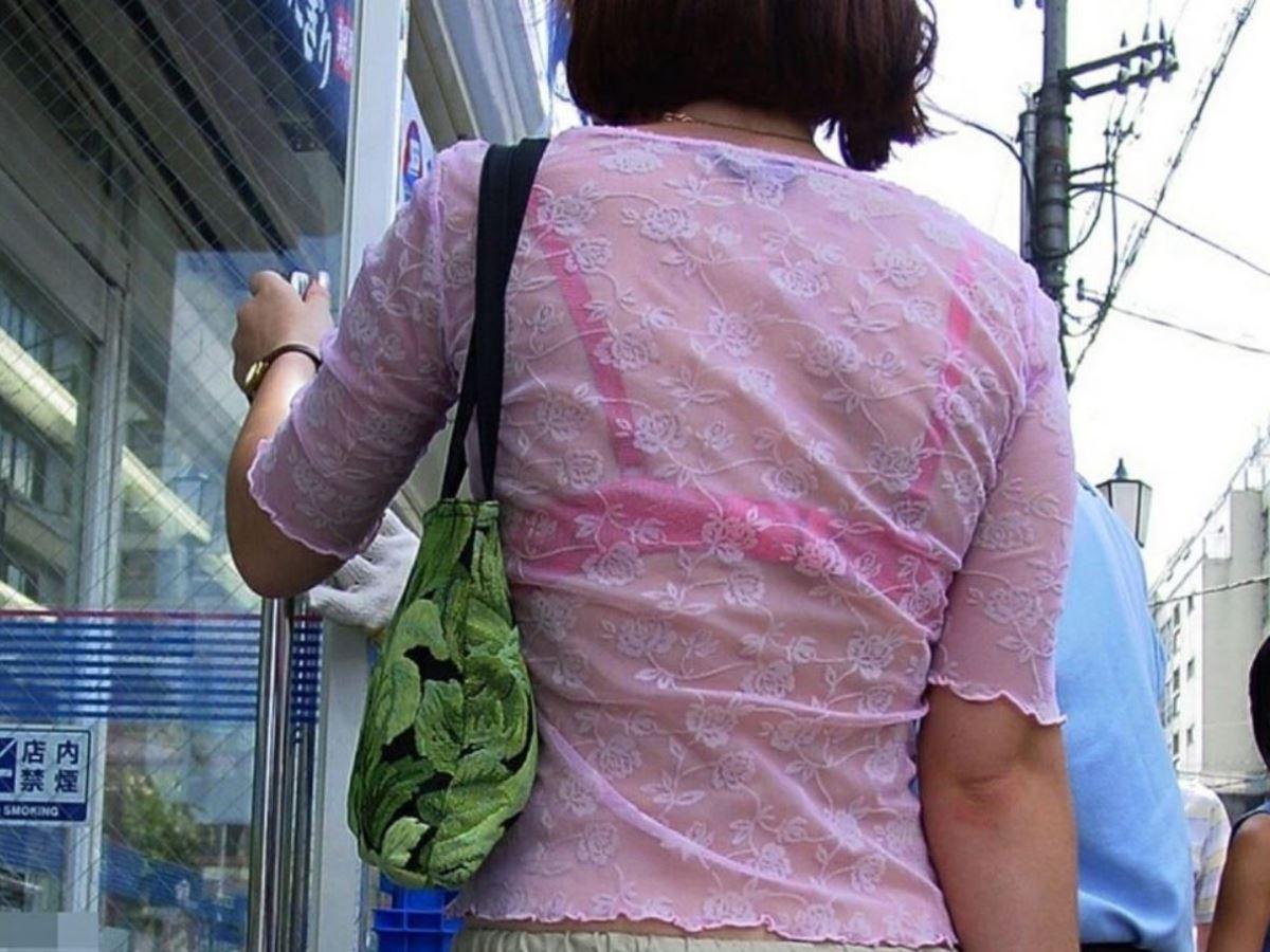 ハミブラ・透けブラの素人街撮り画像 18
